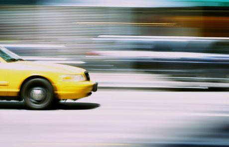 """איך כדאי להגיע לנתב""""ג ברכב פרטי או במונית ספיישל?"""